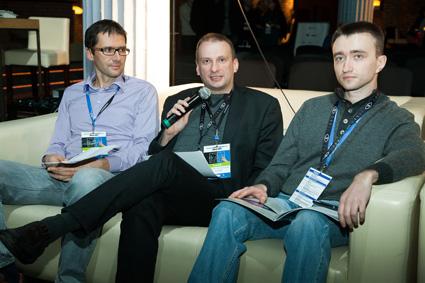 uczestnicy konferencji w czasie gry strategicznej